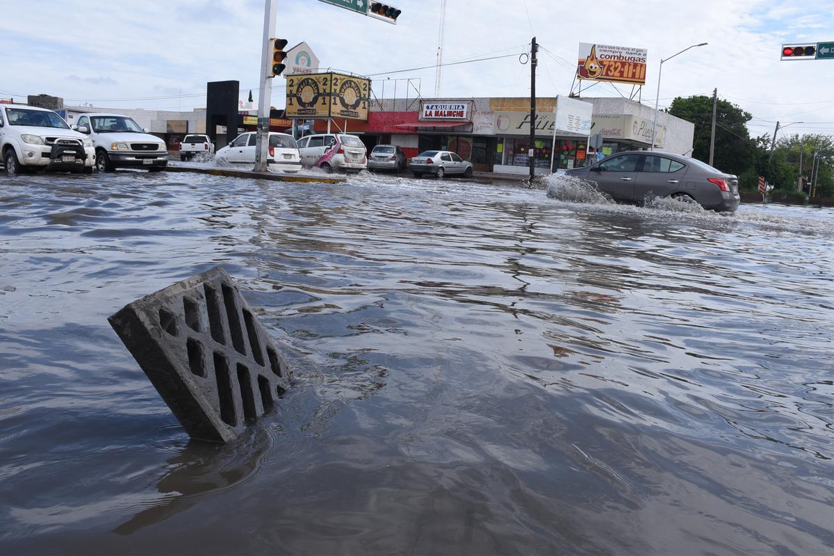 Los colonos de la colonia Las Fuentes ha sufrido desde siempre la falta de un drenaje eficiente. Foto: Fernando Compeán