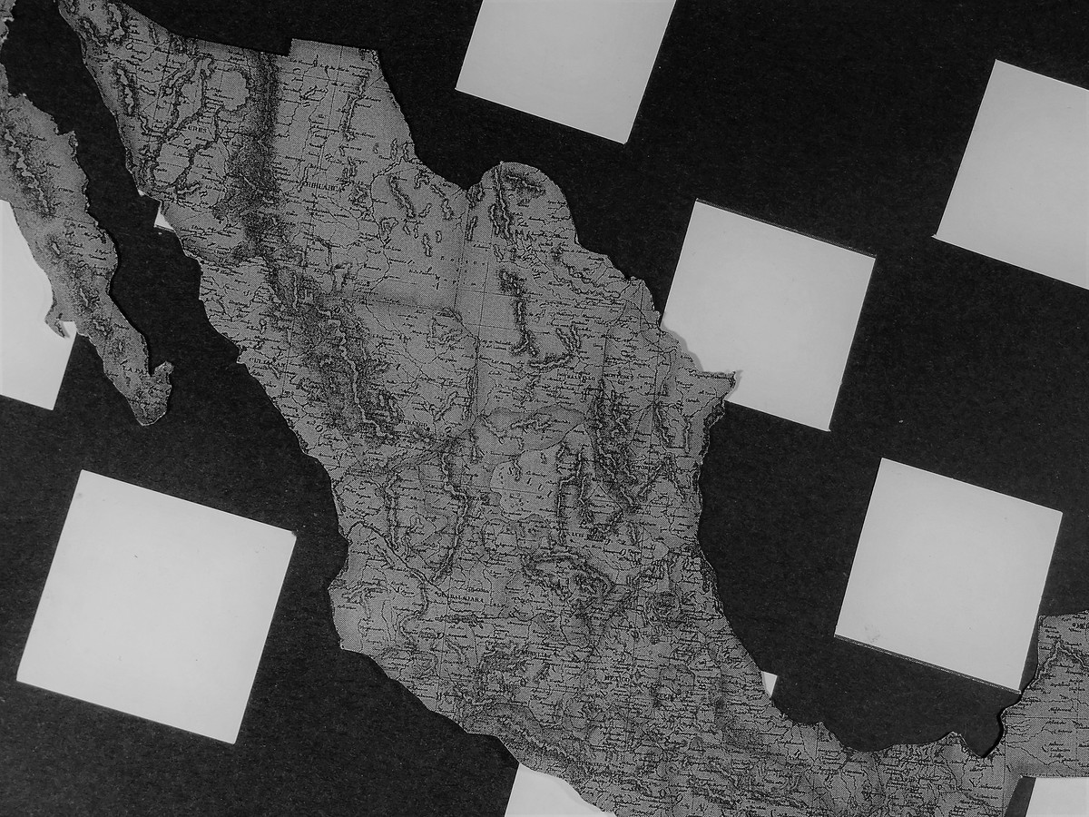 Tablero: Superficie donde se desarrolla la partida, se divide en 32 cuadros blancos y en 32 cuadros negros.