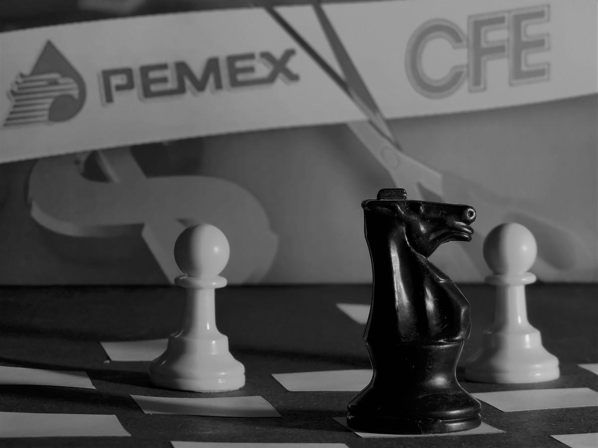 Doblete: Se atacan dos piezas en una misma jugada.