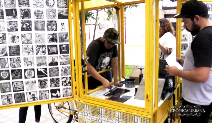 El Chanate Móvil obsequia grabados a torreonenses por la calles