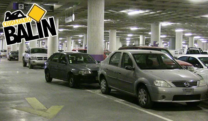 Automovilistas 'urgidos' invaden estacionamiento