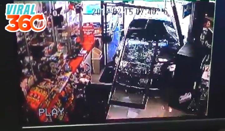 Camioneta sin conductor arrolla a niño