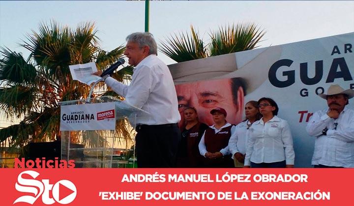Andrés Manuel López Obrador exhibe documento de PGR