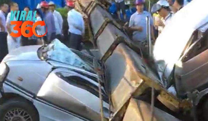 Grúa cae sobre vehículo y mata a siete personas