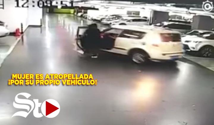 Mujer es atropellada por su propio vehículo