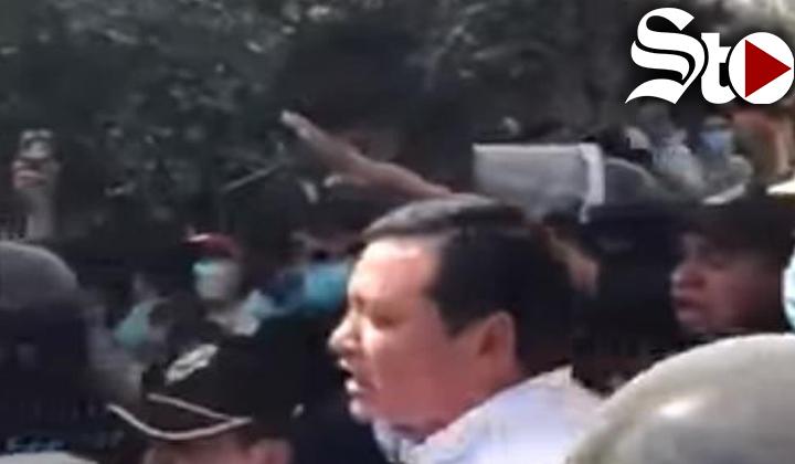 Osorio Chong recibe insultos en zona afectada por el sismo