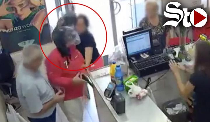 Personas evitan robo armado a 'bolzasos'