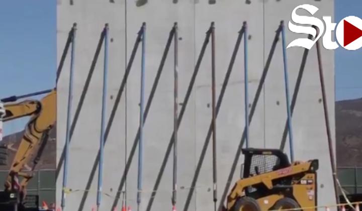 Donald Trump muestra sus prototipos del muro