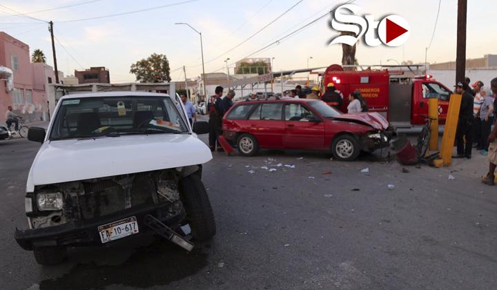 Conductor queda prensado en accidente de tránsito