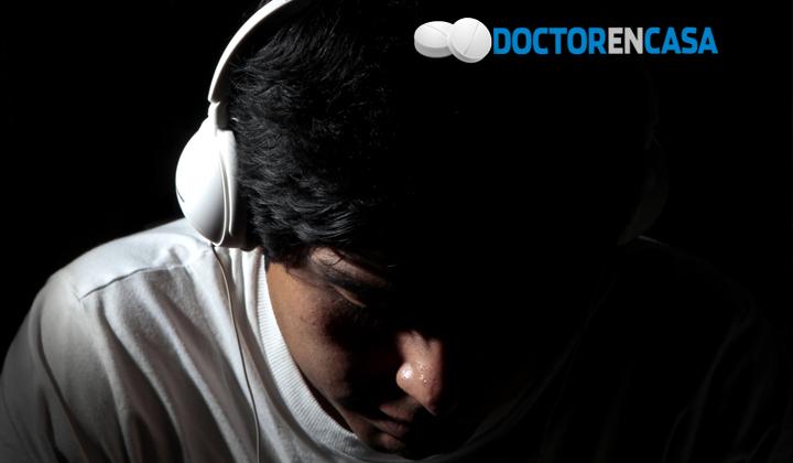 Uso constante de audífonos disminuye capacidad de audición