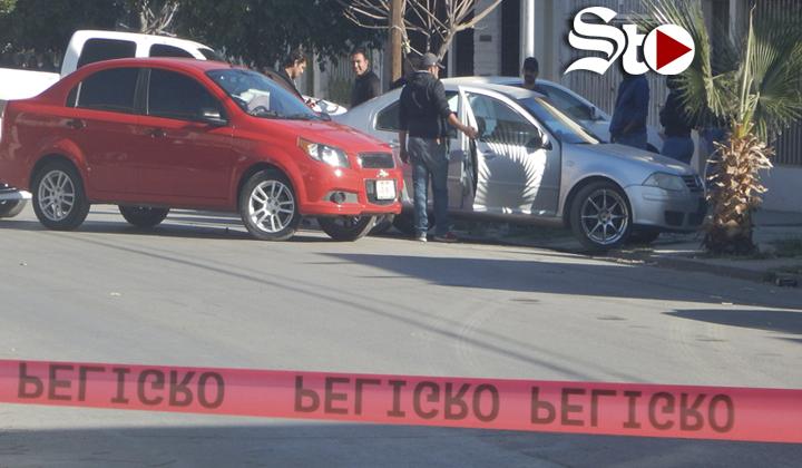 Hallan dos cuerpos al interior de un vehículo en Torreón