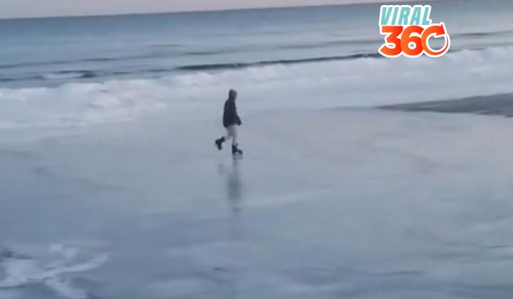 Un hombre patina sobre una playa congelada en EE.UU.