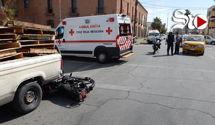 'Embisten' a motociclista en crucero