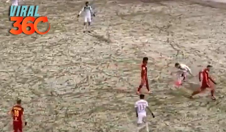 Futbolista roba el balón al contrincante lesionado