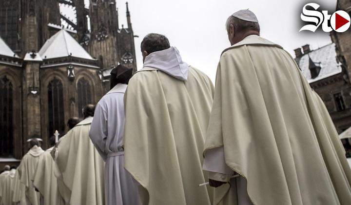 Los sacerdotes no deben tener privilegios: obispo de Torreón