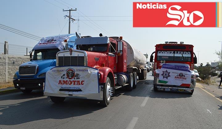 Protesta de transportistas genera caos vial en periférico