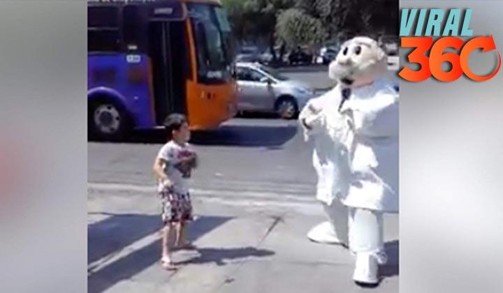 Niño baila junto a Dr. Simi y se hace viral