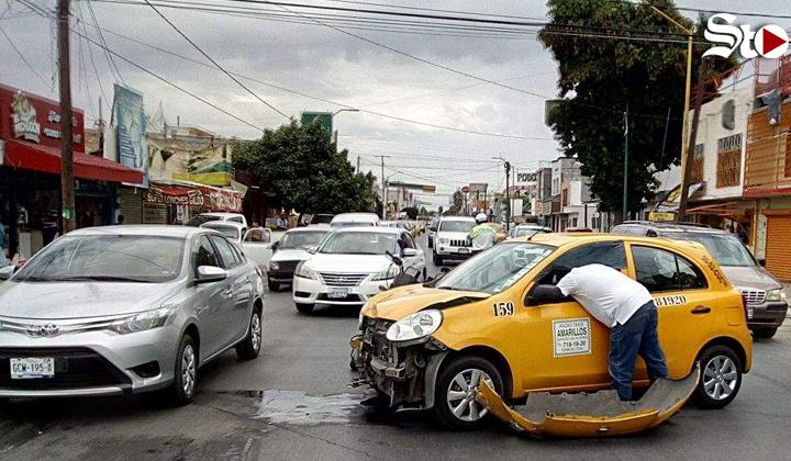 Accidente deja a una mujer y dos menores con lesiones leves