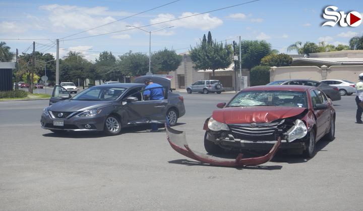 Mujer resulta lesionada por choque en colonia  San Isidro