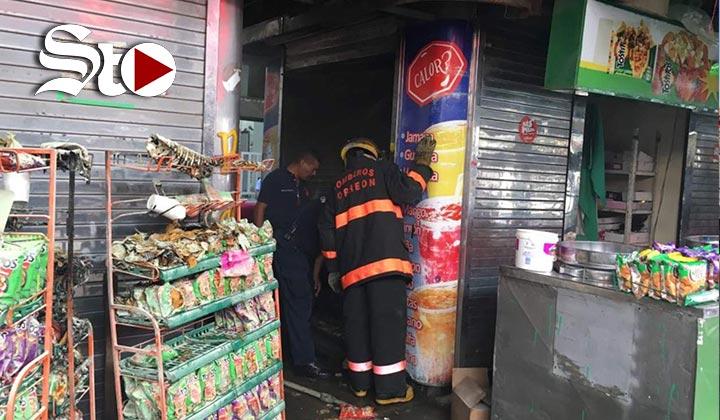 Se registra incendio en puesto comercial de la Valdez Carrillo