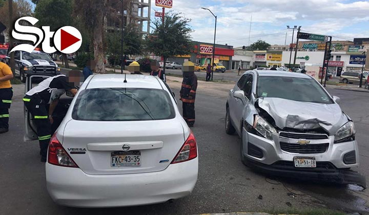 Accidente en el centro de Torreón deja dos mujeres lesionadas