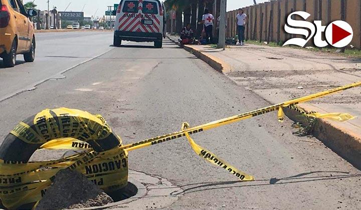 Ciclista cae en alcantarilla sin tapa en Torreón