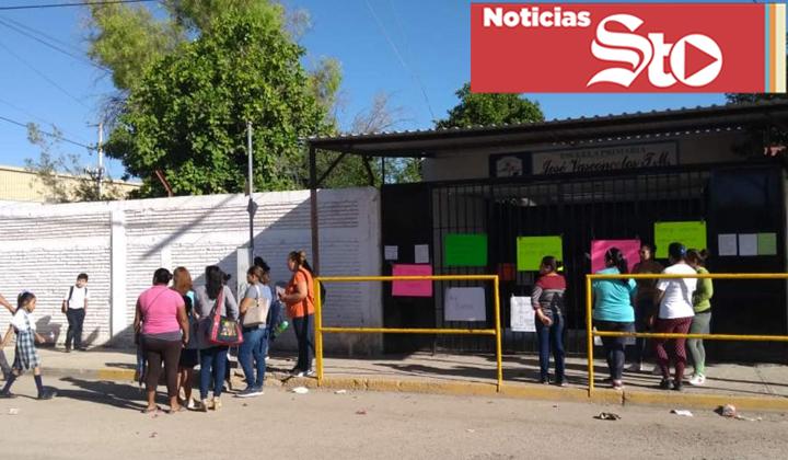 Toman escuela en Torreón por barda dañada