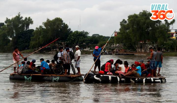 Migrantes hondureños cruzan en balsa el río fronterizo