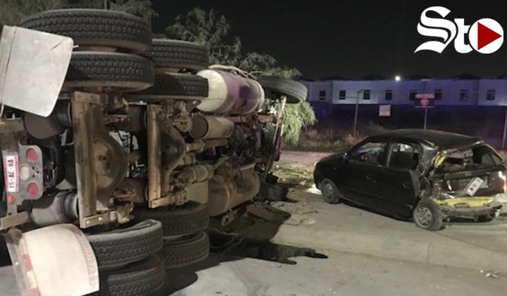 Camión se vuelca sobre el Periférico de Torreón