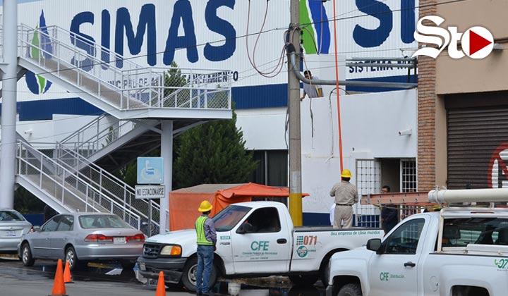 Amagan con cortar la luz a Simas Torreón