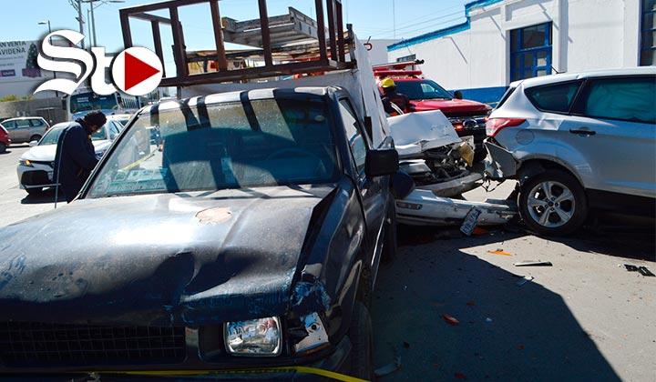 Muere tras chocar contra 4 vehículos en Torreón