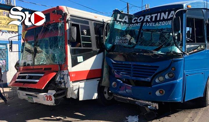 Choque de autobuses deja cinco lesionados en Torreón