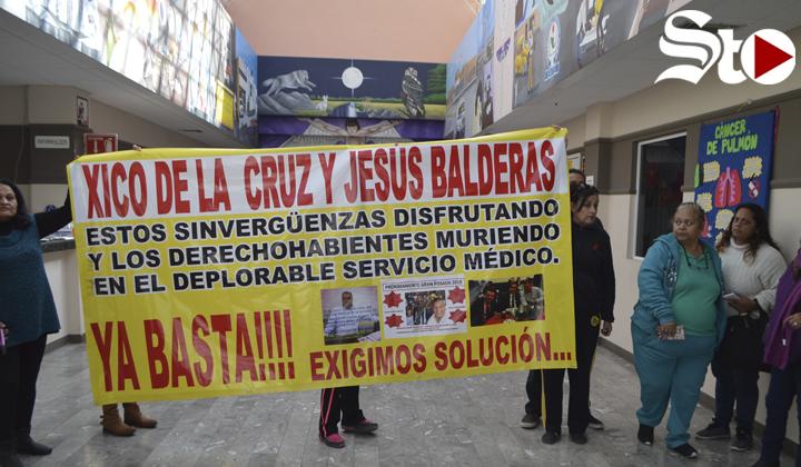 Protestan en la Clínica del Magisterio en Torreón