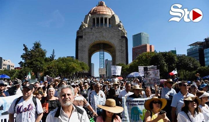 Cerca de 2 mil personas protestan en contra del presidente AMLO