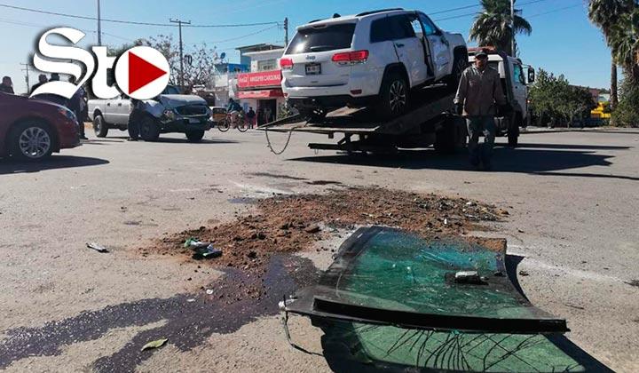 Vuelca camioneta en la que viajaba Adelaido Flores
