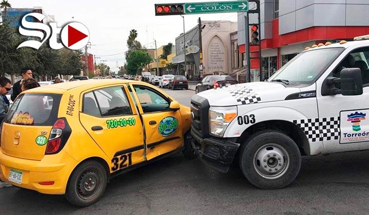 Grúa del Municipio de Torreón provoca accidente