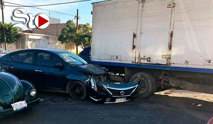 Se pasa el alto y provoca accidente en la zona Centro de Torreón