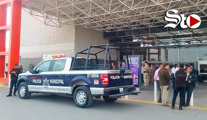 Evacuan centro comercial por simulacro de bomba