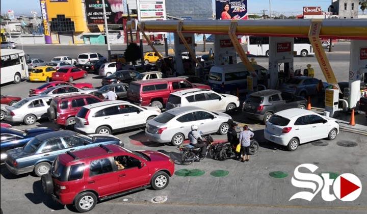 Persiste temor de desabasto en algunas gasolineras de Torreón