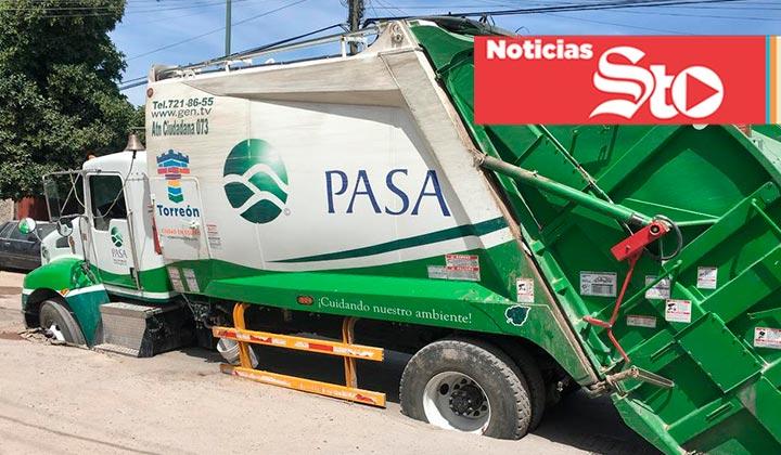 Camión de PASA cae dentro de una zanja en Torreón