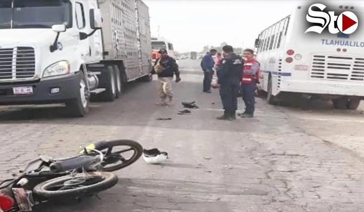 Motociclista pierde la vida al chocar de frente contra autobús