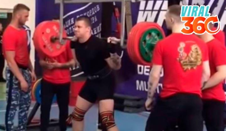 Deportista ruso sufre terrible fractura al levantar pesas