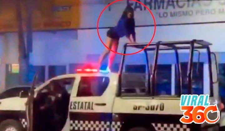 Mujer baila sobre una patrulla en Veracruz