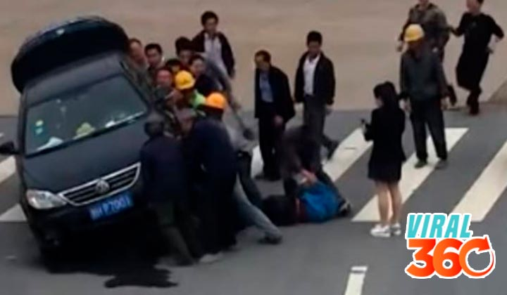 Levantan un auto que estaba aplastando a un hombre