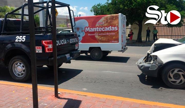Camioneta familiar se impacta contra patrulla en Gómez Palacio