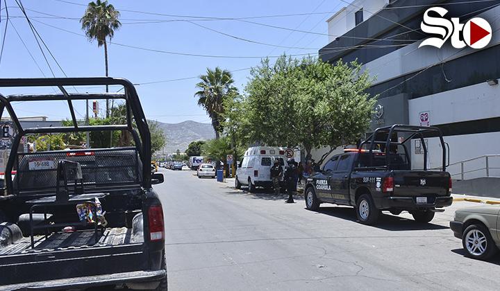 Agente de la Policía de Torreón se autolesiona por accidente