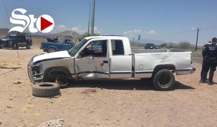 Chocan dos camionetas y un autobús de pasajeros en Lerdo