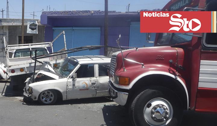 Camión provoca aparatoso accidente en Gómez Palacio