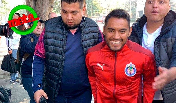 'Gallito' Vázquez llega a las instalaciones de Chivas