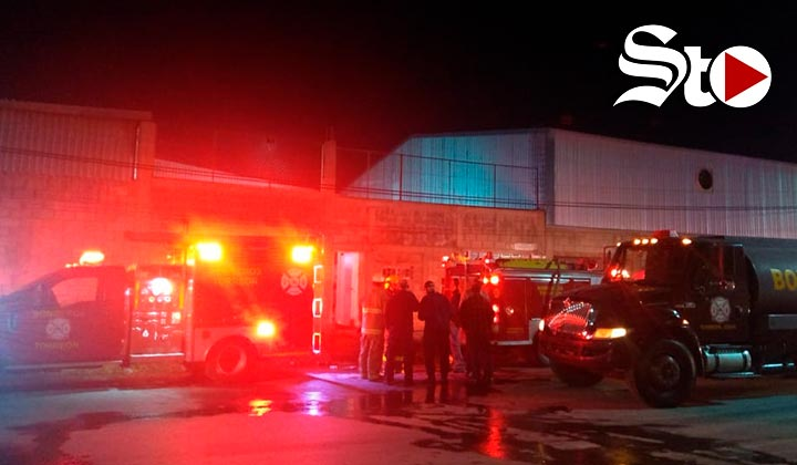 Arde taller mecánico en la Zona Industrial de Torreón